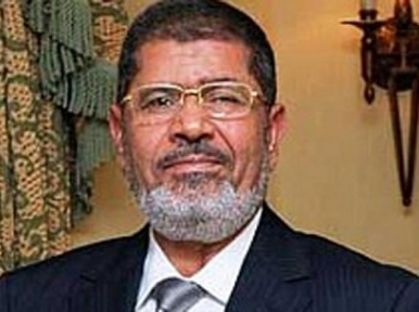 Egypt court orders Morsi's detention