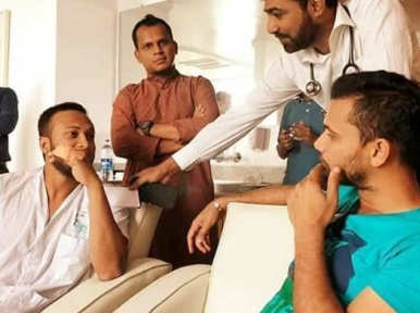 Mashrafe meets Shakib Al Hasan after returning to Bangladesh