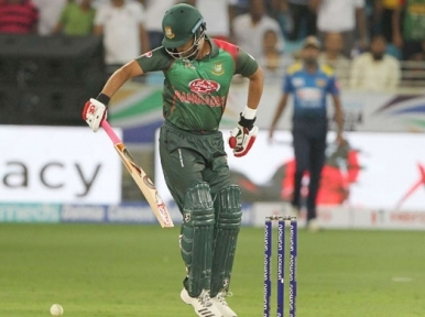 Tamim wins heart by playing with injured hand