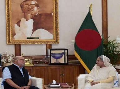 Shyam Benegal finding actor who can play the character of Bangabandhu