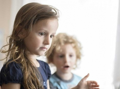 Under-fives' daily screen time should be kept to 60 minutes only, warns WHO