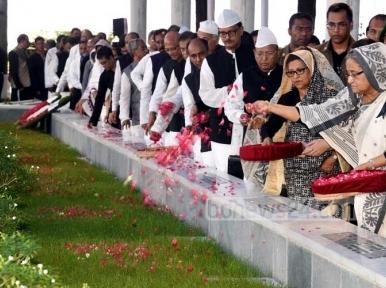 PM Hasina visits Banani graveyard