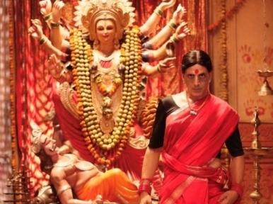 Akshay Kumar stuns audience with her saree look