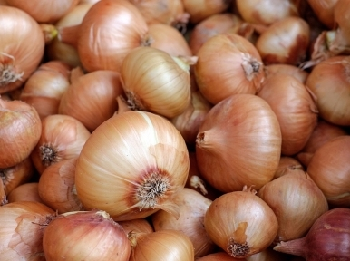 India giving onions to Maldives