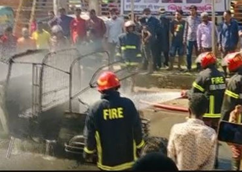 Cylinder explosion in moving autorickshaw, mother-daughter seriously injured