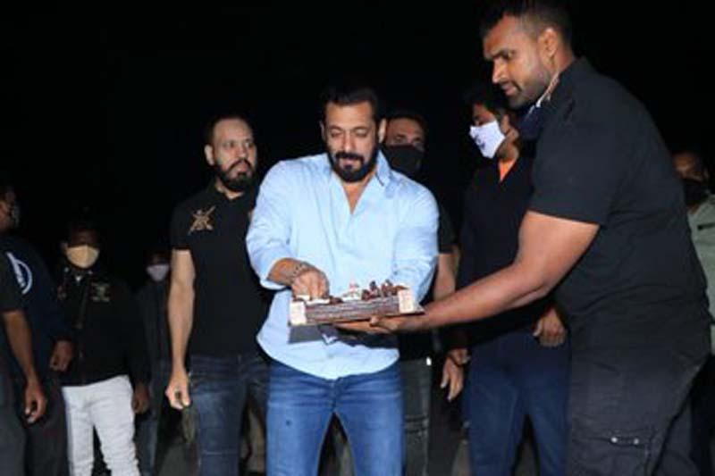 Salman Khan celebrates 55th birthday at his Panvel farmhouse
