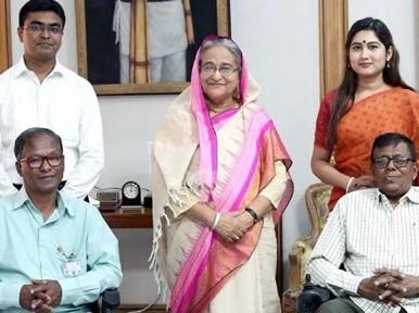 PM Hasina gifts wheel chairs to two Muktijoddhas