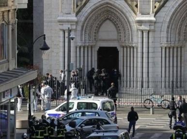 Knife-wielding man kills three inside Nice church