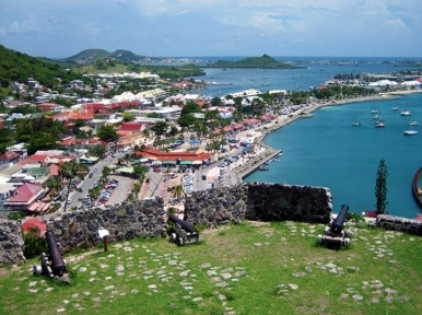 More than two hundred tourists stranded in St. Martin due to the depression