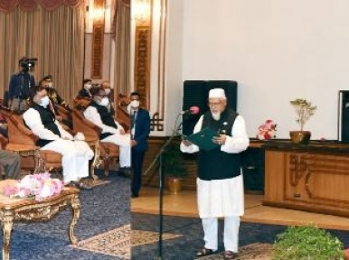 Faridul Haque Khan takes oath as state minister for religious affairs