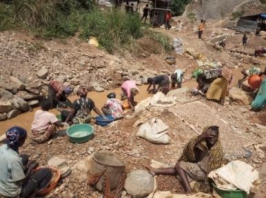 Gold mine collapse kills 50 in Congo