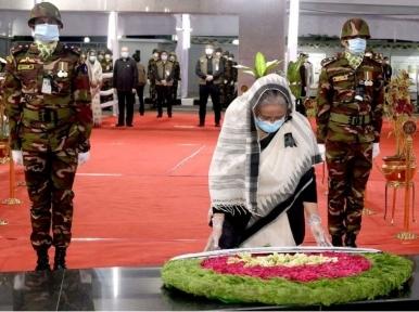 PM Hasina pays her respects to Bangabandhu Sheikh Mujibur Rahman on National Mourning Day