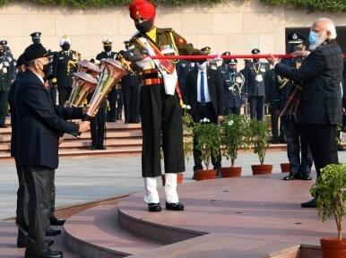 Indian PM Narendra Modi, Defence Minister Rajnath Singh remember 1971 war heroes