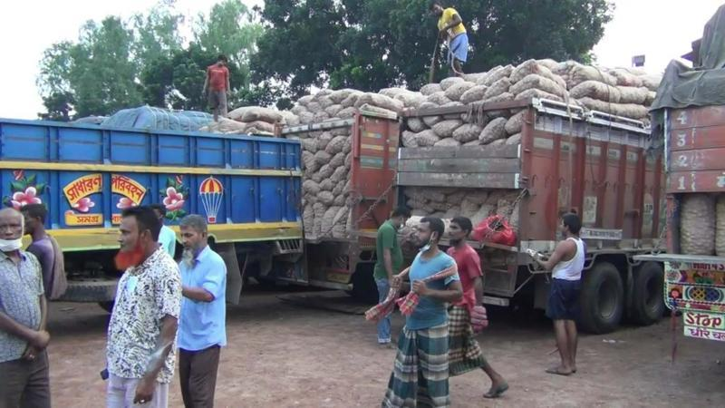 কাল ভারত থেকে আসতে পারে আটকে থাকা পেঁয়াজ ভর্তি ট্রাক