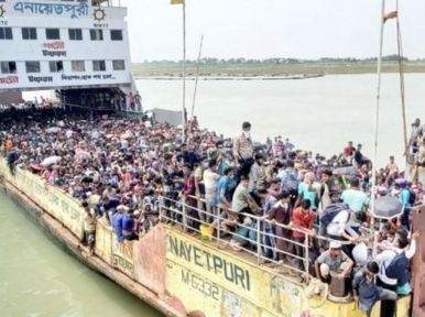 Authorities fail to control homebound passengers, allow ferries to operate