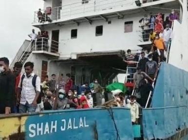 Ferry hits pillar of Padma Bridge, injures 20 passengers