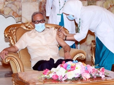 President Hamid gets vaccinated