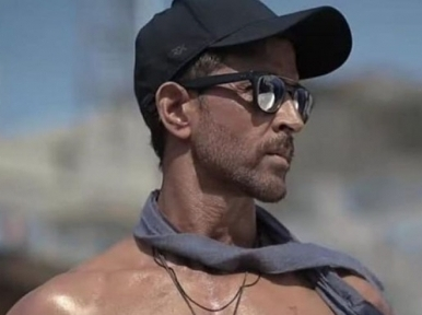 Hrithik Roshan stuns fans with his 'U look 21' image on Instagram