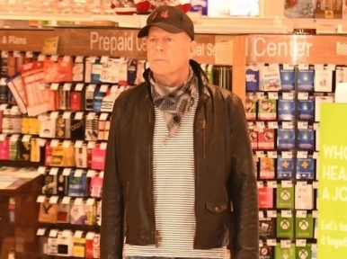 Hollywood star Bruce Willis asked to leave store for not wearing mask