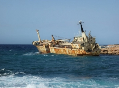 Chinese sand dredger capsizes in Taiwan Strait, 1 dies