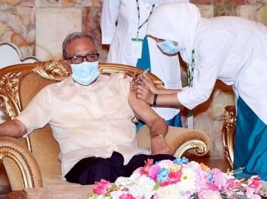 President Hamid, First Lady take second dose of coronavirus vaccine