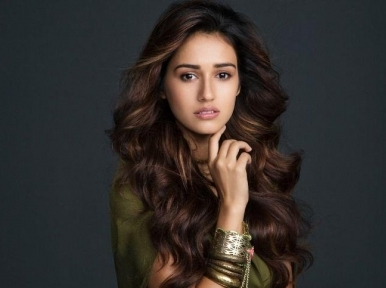 Disha Patani is missing the sea beach