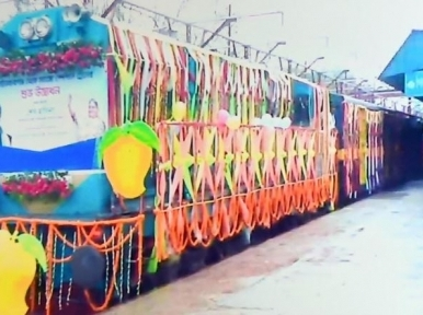 'Mango Special Train' en route to Dhaka with 7,000 kilograms of mangoes