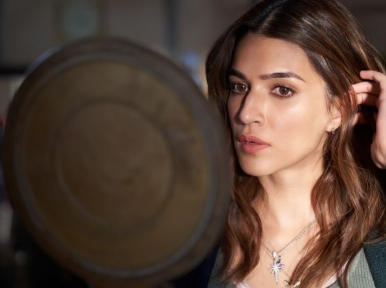 Kriti Sanon shares shooting moment from Bachchan Pandey set