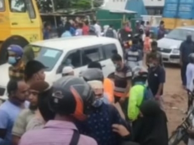 Dhaka-bound passengers overcrowd Shimulia Ghat on the Padma
