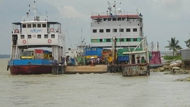 After 10 and a half hours, ferry starts plying on Daulatdia-Paturia route