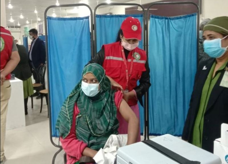 Two state ministers among 541 people vaccinated on day two