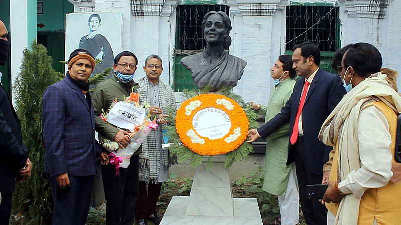 Actress Suchitra Sen's eighth death anniversary observed in Pabna