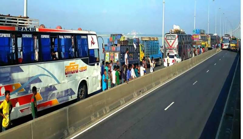 25,000 vehicles cross the Bangabandhu Bridge in 24 hours
