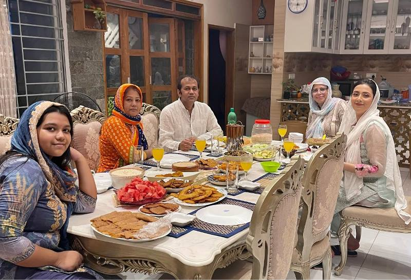 Mim's Iftar family picture spreads message about communal harmony