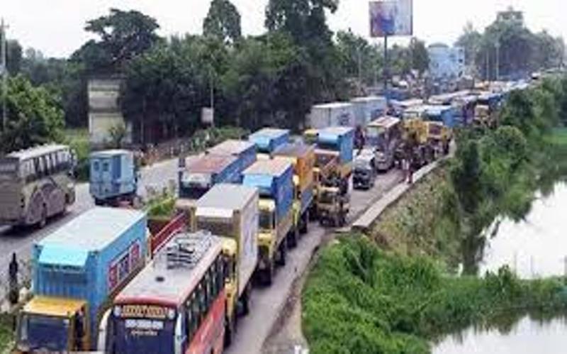 Traffic banked up for a 40 km stretch of Bangabandhu Bridge Western Highway