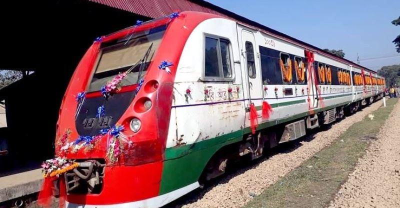 Passengers return without tickets, two station masters withdrawn from Patiya