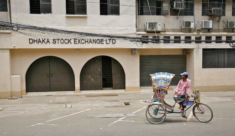 Decline in share market for six consecutive weeks, DSE loses Tk 35,000