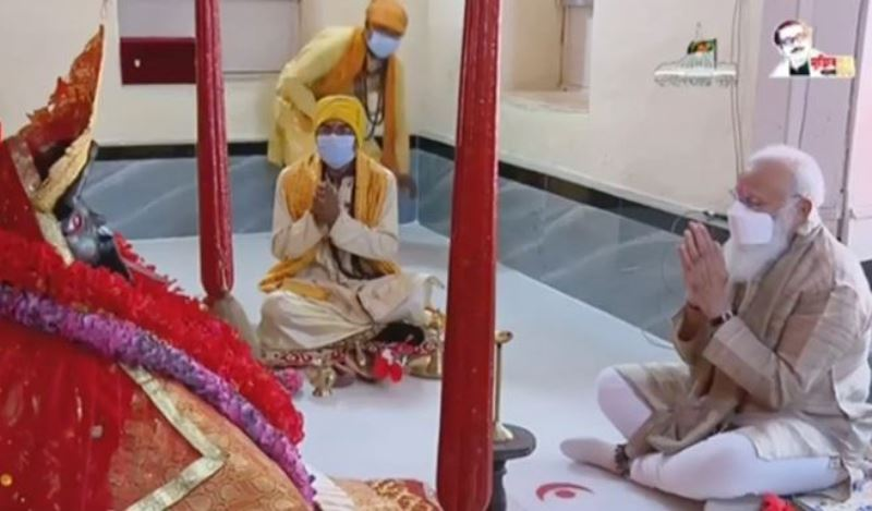 Indian PM Narendra Modi offers prayers at Jeshoreshwari Temple